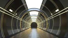 黑暗隧道内的霓虹发光线条3D渲染视频素材