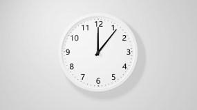 时钟钟表快速转动1小时时间流逝深夜加班视频素材