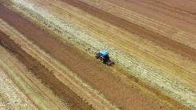 陕西农业机械化耕地航拍素材视频素材