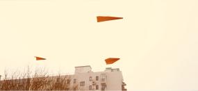 纸飞机飞翔在北京城市上空视频素材