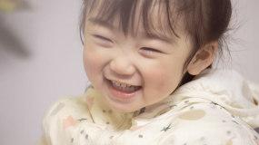 4K可爱漂亮爱笑的小女孩视频素材