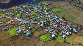 西藏林芝波密县波得藏布的白玉村视频素材