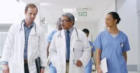 结合他们的医学专业知识视频素材