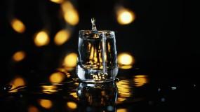 【原創4K】白酒升格倒入酒杯視頻素材