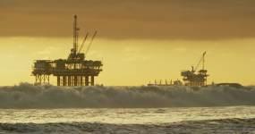 海上石油平台视频素材