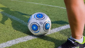 足球 学生 课外活动 操场 踢球视频素材