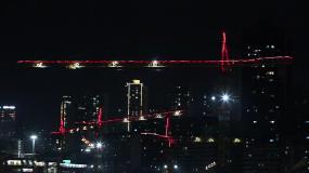 城市建筑工地塔吊工作吊装灯光夜景视频素材